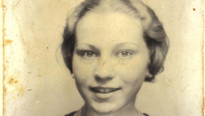 """""""הצוללות"""" : יהודים שהצליחו להסתתר עמוק בין הגרמנים במלחמת העולם השנייה"""