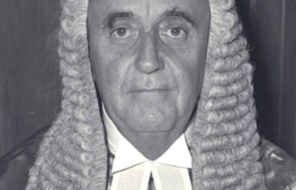 עלייתו ונפילתו של השופט סטרומזה