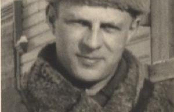מי היה קצין הרפואה היהודי שהנאצים ביקשו להעניק לו את אות הגבורה  צלב הברזל ?